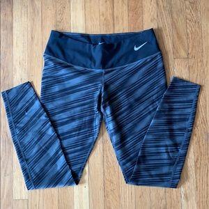Nike leggings size size Medium